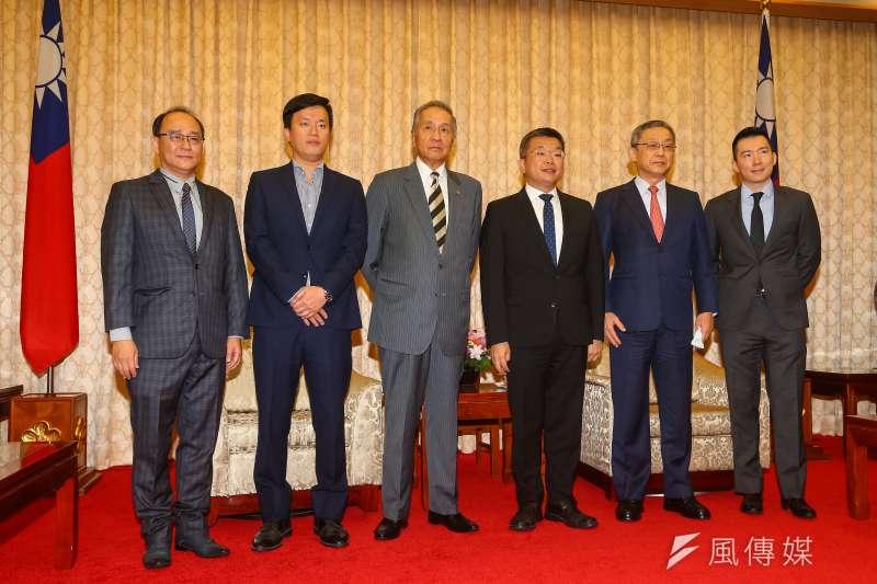 立法院副院長蔡其昌(右三)24日會見中華職棒聯盟5球團代表。(顏麟宇攝)
