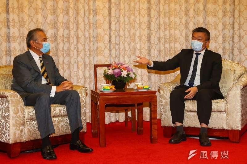 20201224-立法院副院長蔡其昌(右)24日會見中華職棒聯盟五球團代表。(顏麟宇攝)