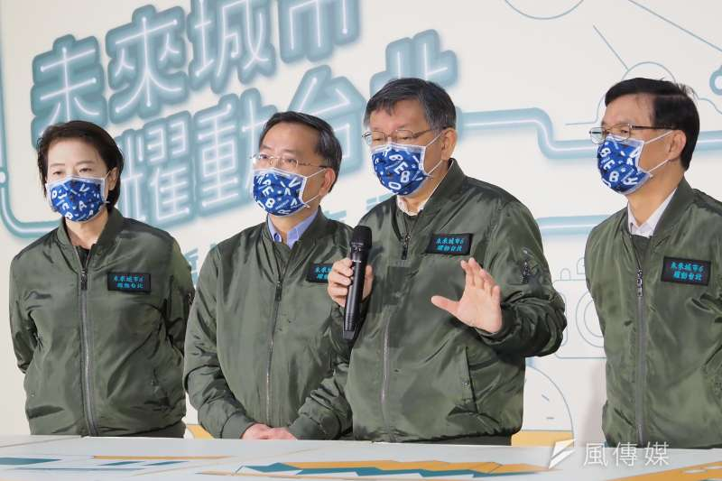 20201225-台北市長柯文哲(右二)今天在內科創新育成基地舉辦上任6週年記者會。(林瑞慶攝)