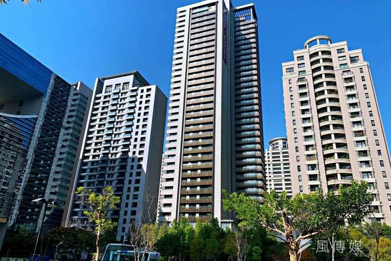 台中七期寶璽天睿平均成交單價68.09萬元,成為台中市新豪宅王。(林喬慧攝)