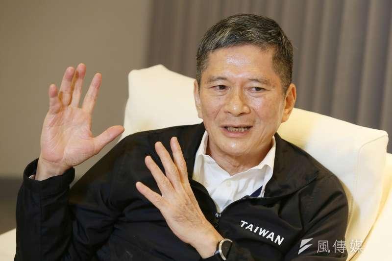 文化部長李永得接受新新聞專訪,強調審查大陸出版品是為了「認知作戰」。(柯承惠攝)