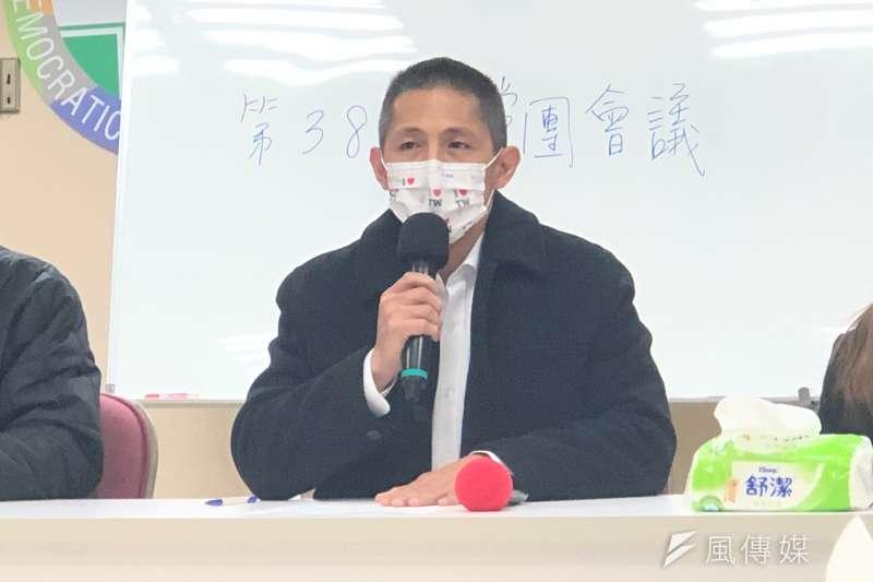 民進黨台北市黨部主委吳怡農(見圖)表示將重新檢視排黑條款。(資料照,方炳超攝)