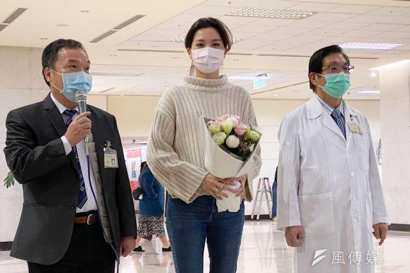 台北市議員鍾沛君(中)罹患肺腺癌赴北榮手術,8日舉辦出院感恩記者會。(方炳超攝)