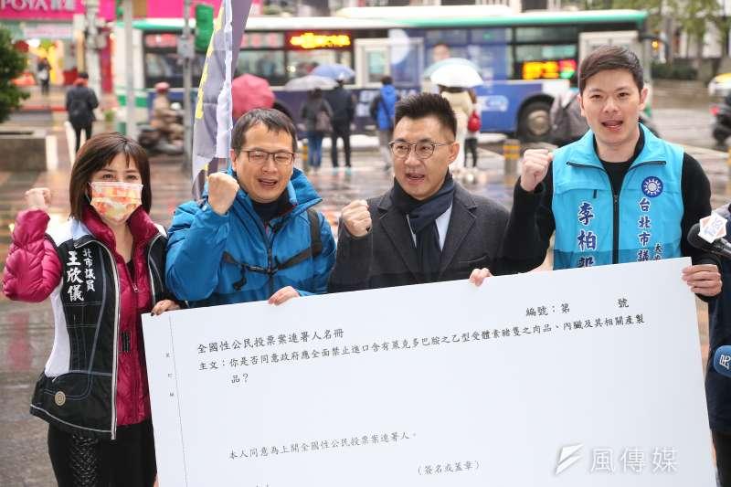 20210108-國民黨主席江啟臣(右二)、台北市議員李柏毅(右起)、羅智強、王欣儀8日出席「縱橫台北,反萊豬公投連署」記者會。(顏麟宇攝)