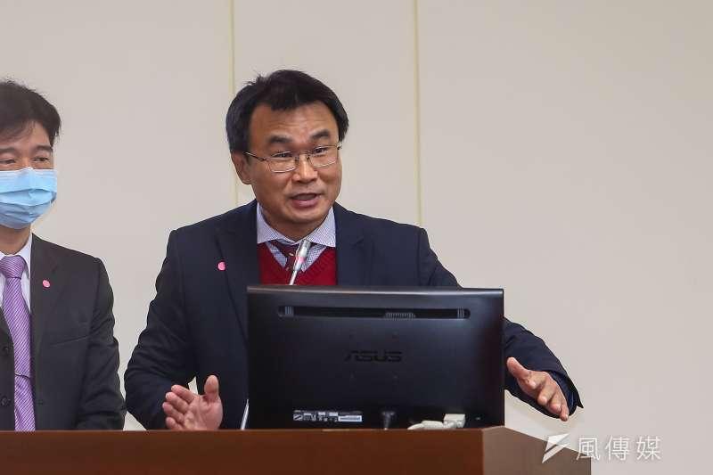 農委會陳吉仲主委表示:「去年10月陸方即有反應台灣鳳梨含有介殼蟲的情況,為何陸方當時不提出取消進口呢?」(資料照,顏麟宇攝)