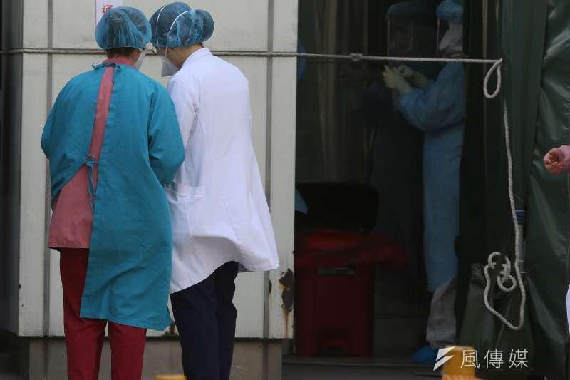 中央流行疫情指揮中心指揮官陳時中在回答記者提問時脫口而出「部桃」2字,隨後乾脆宣布爆發院內感染就是「部立桃園醫院」。(柯承惠攝)
