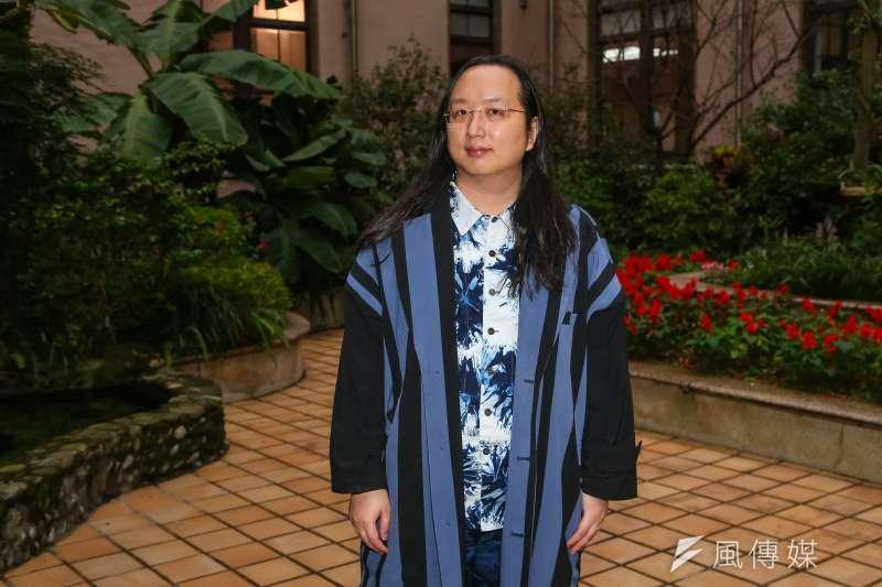 政院政委唐鳳接受《風傳媒》專訪時指出,數位轉型最終目標是「希望登出時的世界比登入時的好。」(顏麟宇攝)