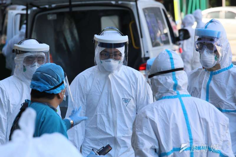 中央流行疫情指揮中心13日晚間指出,接獲某醫院通報2名住院病患確診為新冠肺炎。示意圖,與新聞個案無關。(資料照,柯承惠攝)