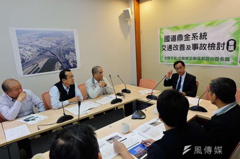 立委李昆澤表示,在多年持續督促下,國道鼎金系統交流道相關交通事故有明顯改善。(圖/徐炳文攝)