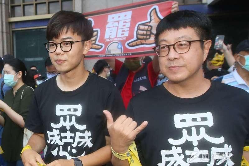張博洋(左)說罷韓和罷王都掌握到「罷免不能冷戰」的訣竅。(柯承惠攝)