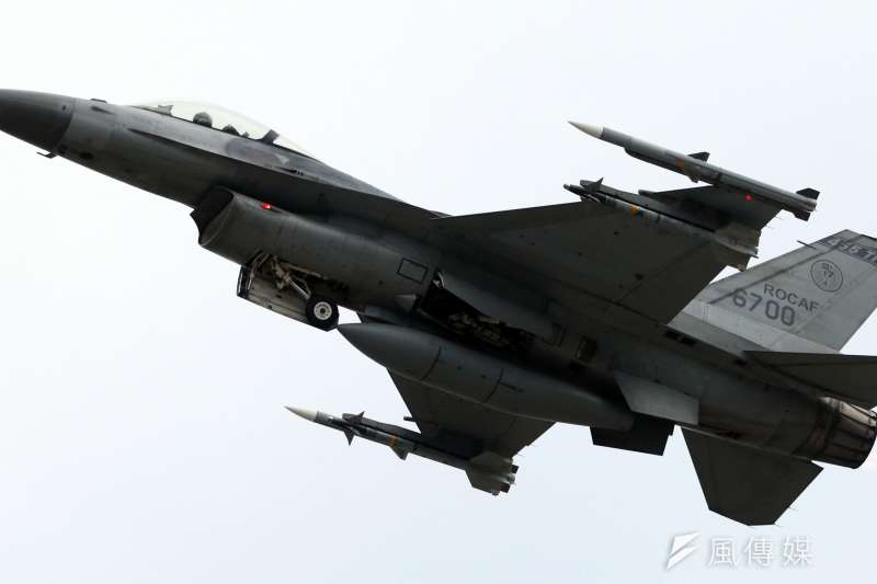 我國F-16戰機(見圖)掛載「鳳眼」偵照莢艙實施偵照任務,美方日前同意出售更先進的MS-110偵照莢艙,將使我偵照能力再提升。(資料照,蘇仲泓攝)