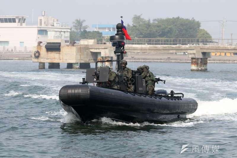20210127-兩棲偵搜大隊水中爆破中隊操駕新式突擊艇(蘇仲泓攝)