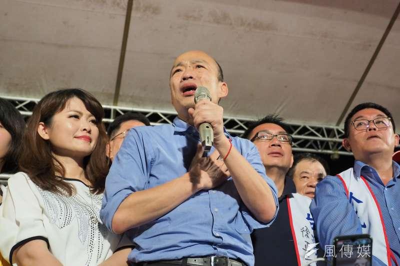 韓國瑜(左二)計畫復出,藍營內有人挺也有人反。(林瑞慶攝)