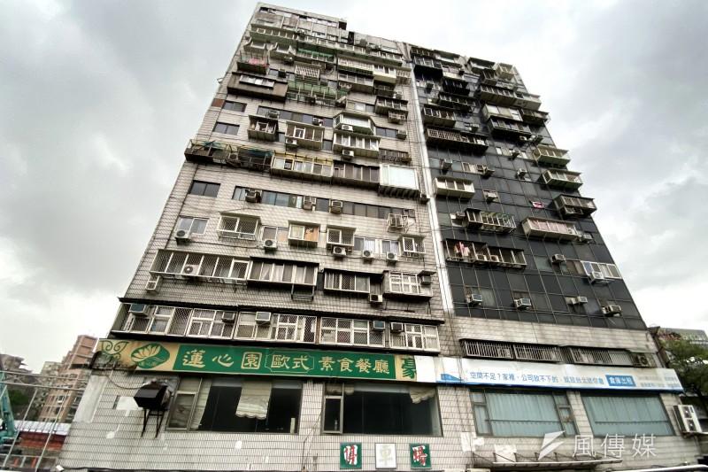 擁有台北第一凶宅之稱的「錦新大樓」曾奪走25條人命,至今亦有不少傳聞出現。(圖/許書宇)