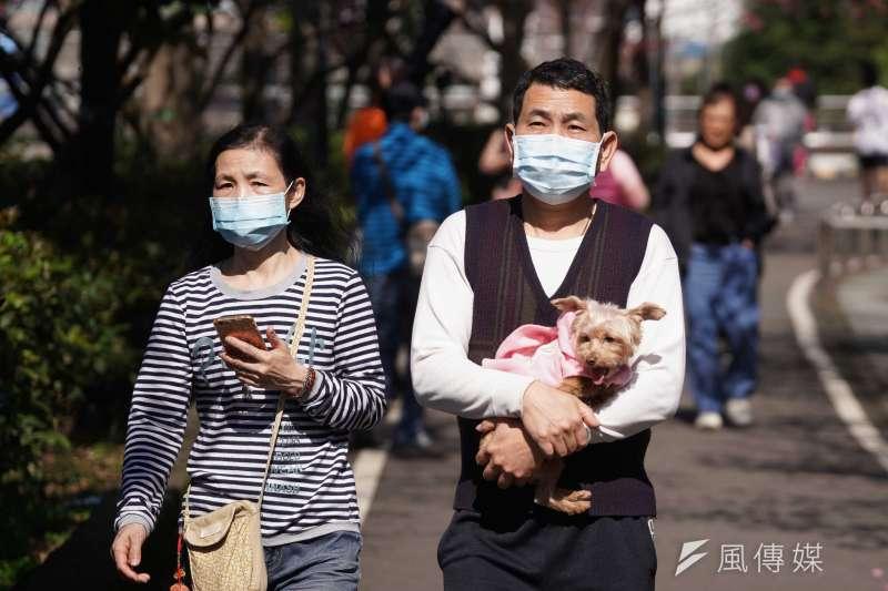作者認為台灣防疫因歸功給愛戴口罩的台灣人民們。(示意圖,盧逸峰攝)