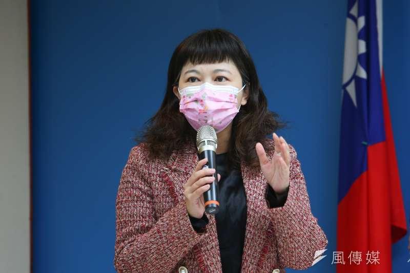 台北市議員游淑慧28日在臉書貼出衛福部公文,怒批不納入司機為疫苗施打對象,恐會造成機師群聚案翻版。(資料照,顏麟宇攝)