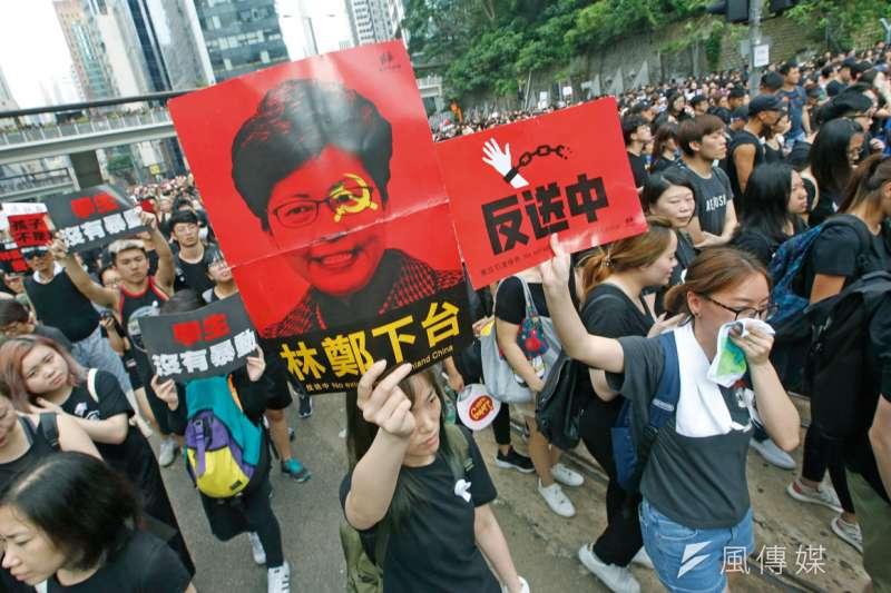 抗議政府推動與中國備具爭議的黑箱貿易協定,2014年3月爆發太陽花運動,最終蔓延成規模50萬人的群眾示威,為台灣史上最大學運。(林瑞慶攝)