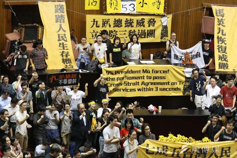 2019年春夏之交,香港爆發反送中運動,自6月9日第一場百萬人大遊行後,示威者與警方暴力衝突綿延數月且不斷升級,為香港回歸後最大規模抗爭。(資料照,郭晉瑋攝)