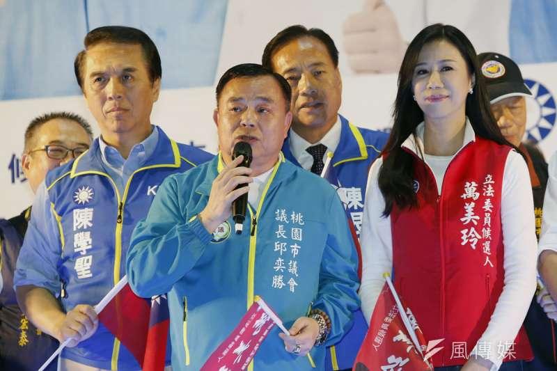 邱奕勝(中)已表態參選桃園市長,陳學聖(左)和萬美玲(右)也是被點名人選。(郭晉瑋攝)
