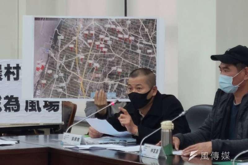 四湖反風吹自救會自救會會長吳連進(左)4日赴立法院召開記者會。(潘維庭攝)