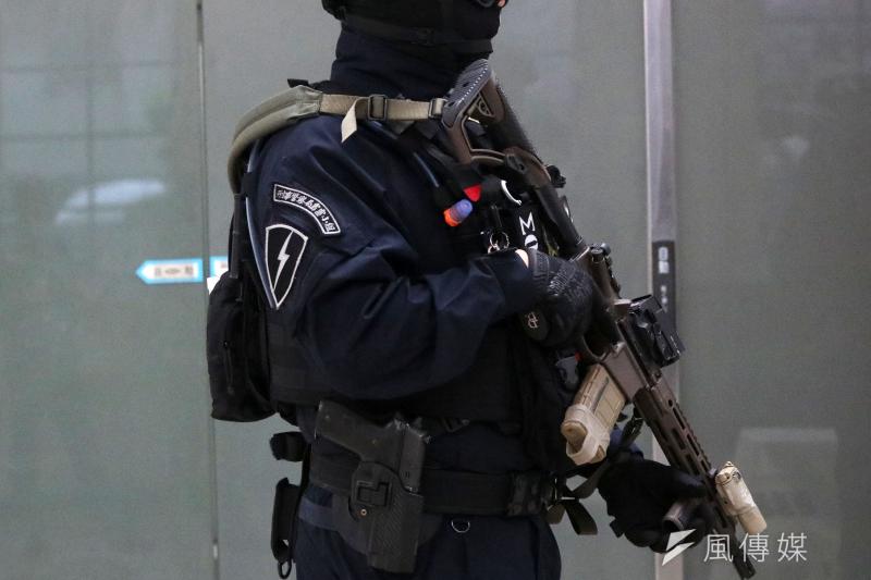 「除暴特勤隊」幹員配備步槍可是大有來頭,是單位新採購、美廠Daniel Defense的MK18近戰步槍特製版。(蘇仲泓攝)