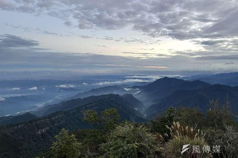 為解決「小白花之亂」,並考量現地環境及缺乏水源狀況下,決定在加里山步道大坪支線登山口,先行試辦設置2座流動廁所,提供登山民眾在上山前先行「解放」。(加里山示意圖/techun80704提供)