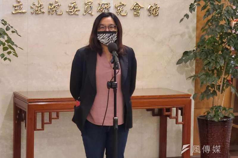 針對海巡艦艇增加「TAIWAN」一事,立委陳玉珍19日上午在立法院受進行回應。(潘維庭攝)