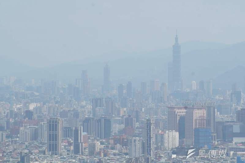氣象專家彭啟明在粉專分享,近幾日除降雨與明顯降溫外,還有波境外汙染物將移入,因此需多留意空氣品質。(資料照,盧逸峰攝)
