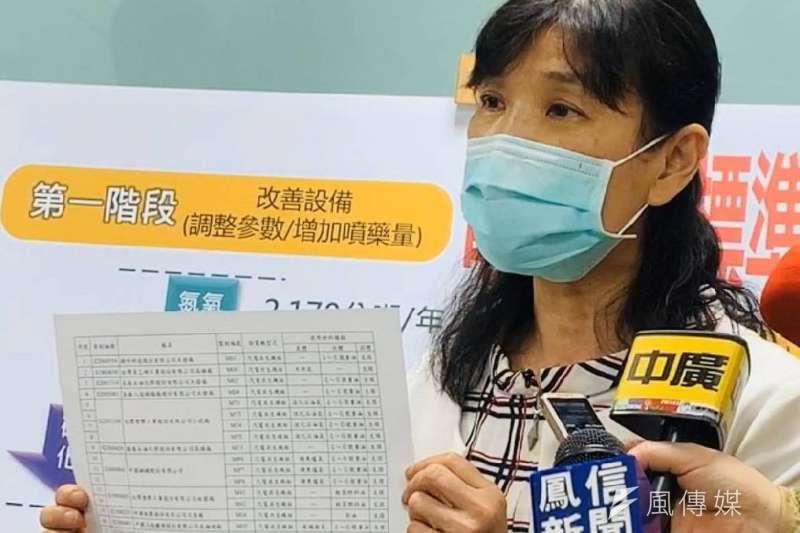 高雄市環保局張瑞琿,受訪解說高市空汙改善標準及流程。(圖/記者徐炳文攝)