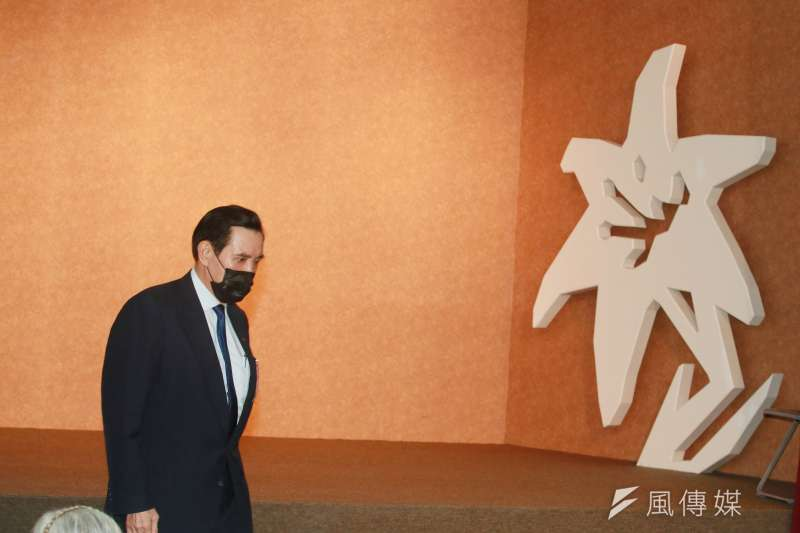前總統馬英九因停電期間無法搭乘電梯,只好摸黑爬樓梯下10樓。(資料照,柯承惠攝)