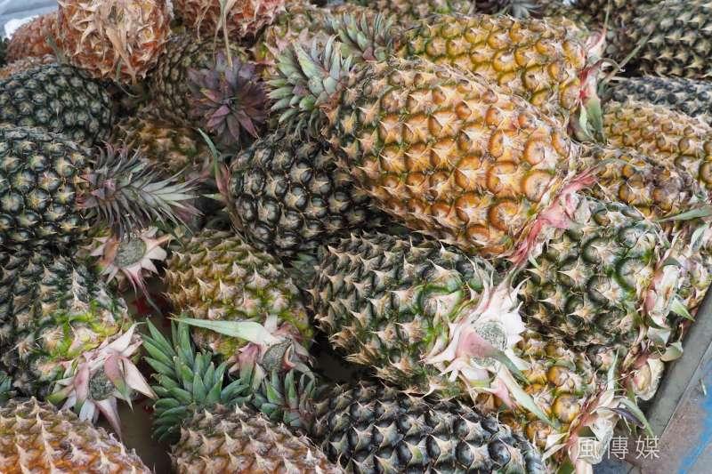 中國因檢測到有害生物為由,自今日起禁止進口台灣鳳梨。(資料照,柯承惠攝)