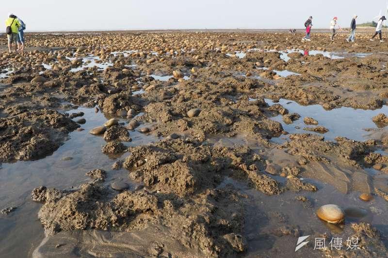 不少民眾擔心第三天然氣接收站將會破壞藻礁生態,國民黨前立委孫大千批評桃園市長鄭文燦,「當不成藻礁幫手,也不必成為藻礁殺手」。(柯承惠攝)