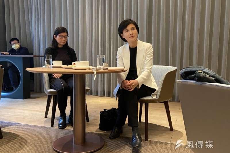 青平台基金會董事長鄭麗君(右)2日與媒體茶敘。(黃信維攝)