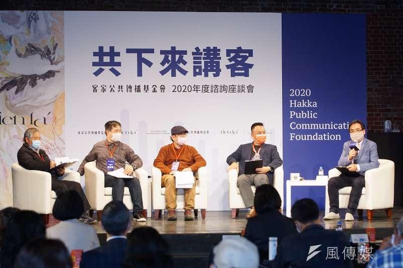 客傳會4日舉行年度諮詢座談會議,董事長陳邦畛(右一)主持座談。(盧逸峰攝)