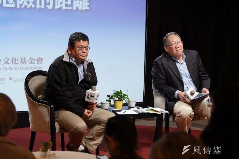 思沙龍7日以「你沒見過的戰爭:沒有邊界、規則、倫理的殲滅戰」為題舉行座談,由軍情與航空網站主編施孝瑋(左)與聯合報副總編郭崇倫(右)對談。(盧逸峰攝)