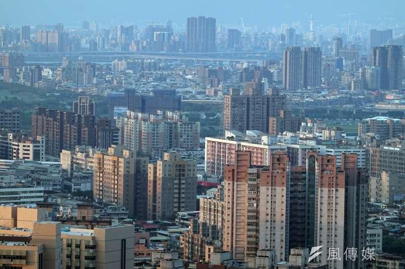 台北市人口跌破260萬,創23年新低。台灣影響力投資協會呼籲政府創造誘因,引導民間資金投入可負擔住宅。(柯承惠攝)