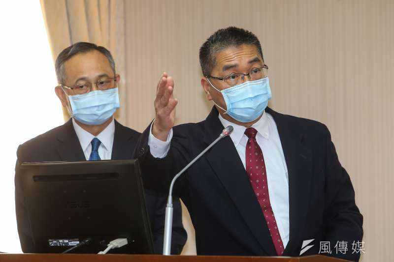 20210311-內政部長徐國勇(右)、警政署長陳家欽(左)11日於內政委員會備詢。(顏麟宇攝)