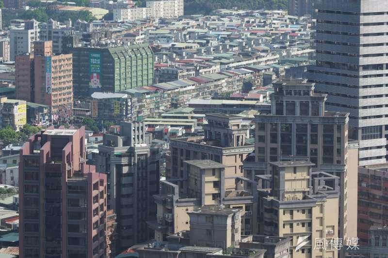 北市房產只要避開蛋黃區一級區段,其實仍有不少平價建案可以選購。(柯承惠攝)