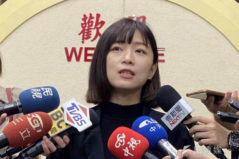 台北市議員林穎孟批評同事徐巧芯是「狂愛核四超人」,徐巧芯則反酸林穎孟是「假面甜心」。(方炳超攝)