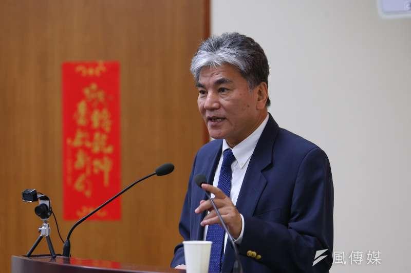 前內政部長、台大土木系教授李鴻源7日於談話節目中提及,過去他在各地演講,曾向聽眾示警「高鐵只能坐到烏日」。(資料照,顏麟宇攝)