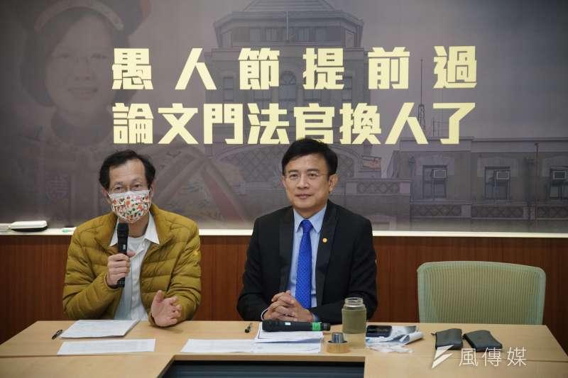 律師李震華、媒體人彭文正召開論文門記者會。(盧逸峰攝)