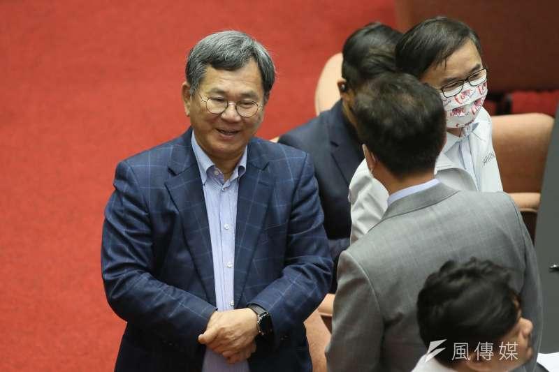陳明文(左)面對幫黑道喬探監的指控,以「選民服務」回應。(資料照,柯承惠攝)