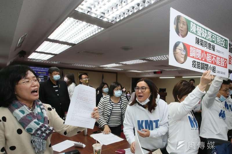 20210322-國民黨與民進黨立委22日立法院衛環委員會因是否確定成立疫苗調閱小組議事錄,發生推擠口角争執。(柯承惠攝)