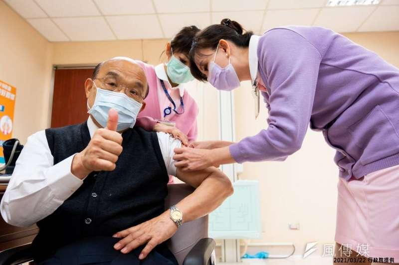 行政院長蘇貞昌22日前往台大醫院接種AZ(AstraZeneca)新冠疫苗。(行政院提供)