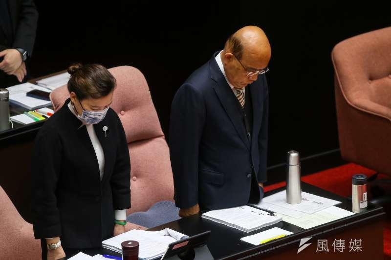 行政院長蘇貞昌在立法院長總質詢前M為F-5E失事默哀一分鐘。(顏麟宇攝)
