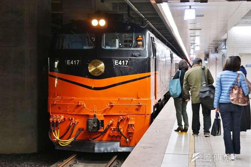 20210325-台鐵鳴日號觀光列車。(盧逸峰攝)