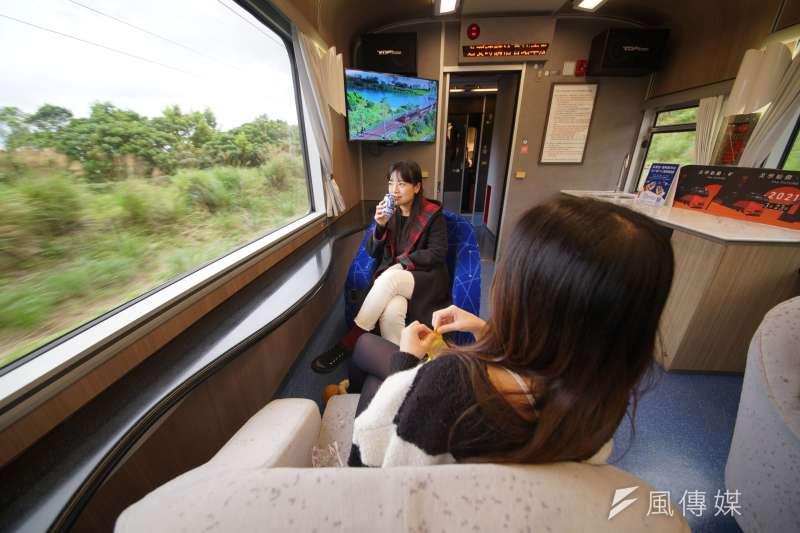指揮中心宣布全國警戒措施27日起降為二級,並將開放50人以下國旅團,雄獅鳴日號列車(見圖)也將於8月復駛。(盧逸峰攝)