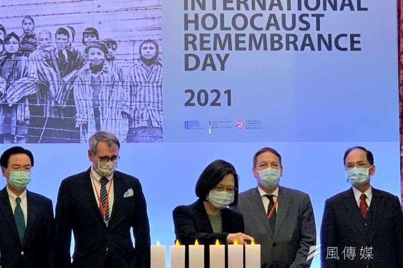 2021國際大屠殺紀念日:總統蔡英文、德國駐台代表王子陶(左2)、以色列駐台代表柯思畢(右2)、立法院長游錫堃、外交部長吳釗燮出席(簡恒宇攝)