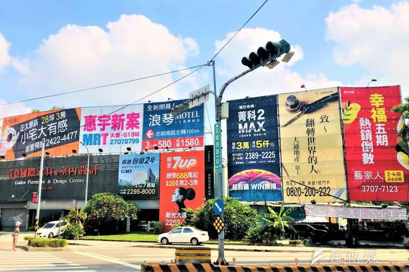 住展雜誌研發長何世昌指出近來政府頻頻打房,新建案市場慘淪重災區,呈現旺季不旺的市況。(林喬慧攝)