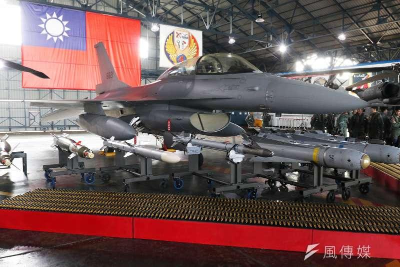 20210326-空軍現正進行現役F-16A/B戰機構改提升至F-16V BLK20(見圖)等級的「鳳展專案」,以及向美新購66架F-16V BLK70的「鳳翔案」。(蘇仲泓攝)